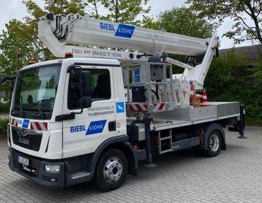 Neue LKW-Arbeitsbühne im Einsatz